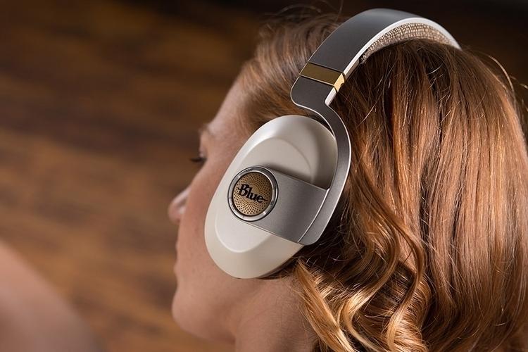 blue-satellite-headphones-3
