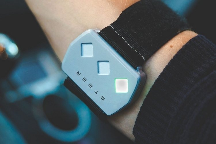 steer-wearable-driving-aid-2