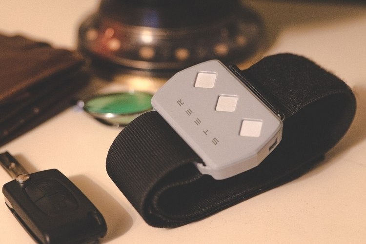steer-wearable-driving-aid-3