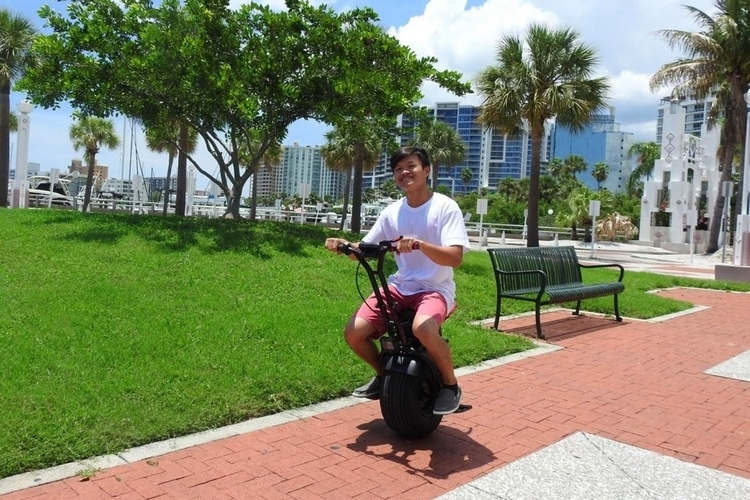 uno-bolt-electric-unicycle-3