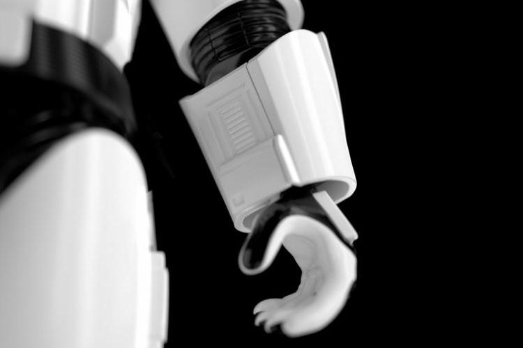 ubtech-first-order-stormtrooper-robot-3