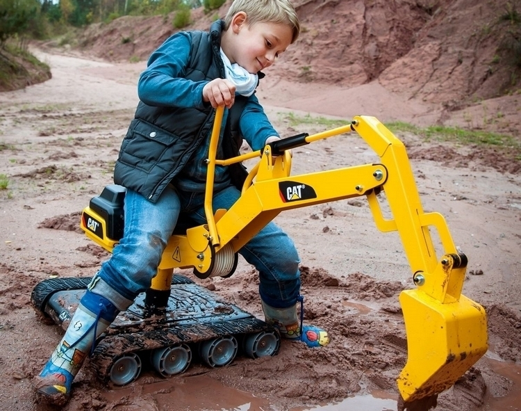 rolly-toys-cat-construction-360-degree-excavator-ride-on-3