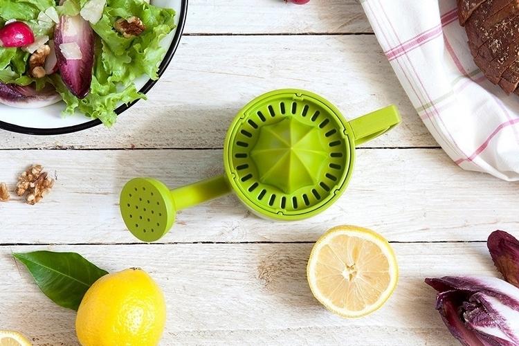 peleg-design-lemoniere-juicer-watering-can-4