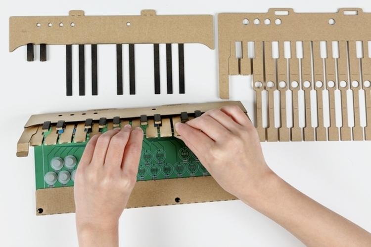 kami-oto-cardboard-midi-keyboard-2