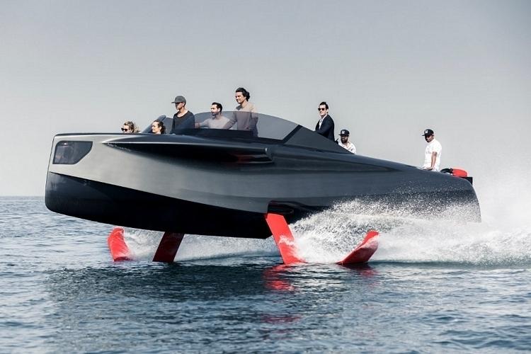 foiler-hydrofoil-luxury-yacht-3