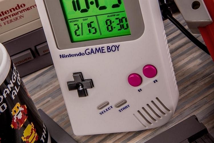 game-boy-alarm-clock-3