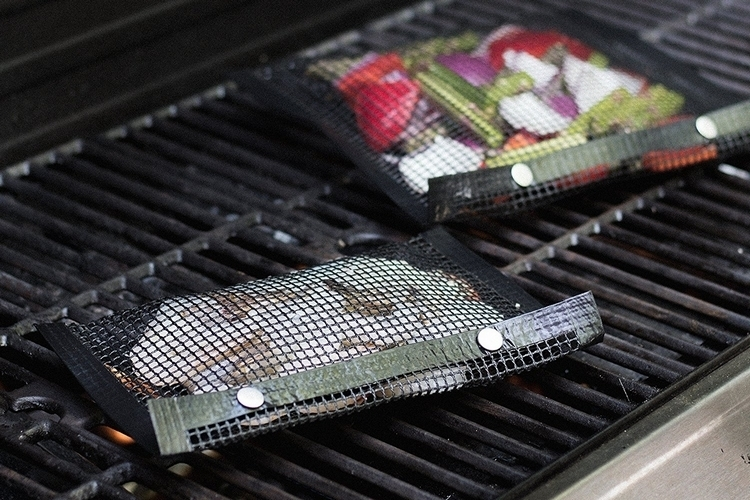 charcoal-companion-nonstick-mesh-grilling-bag-2