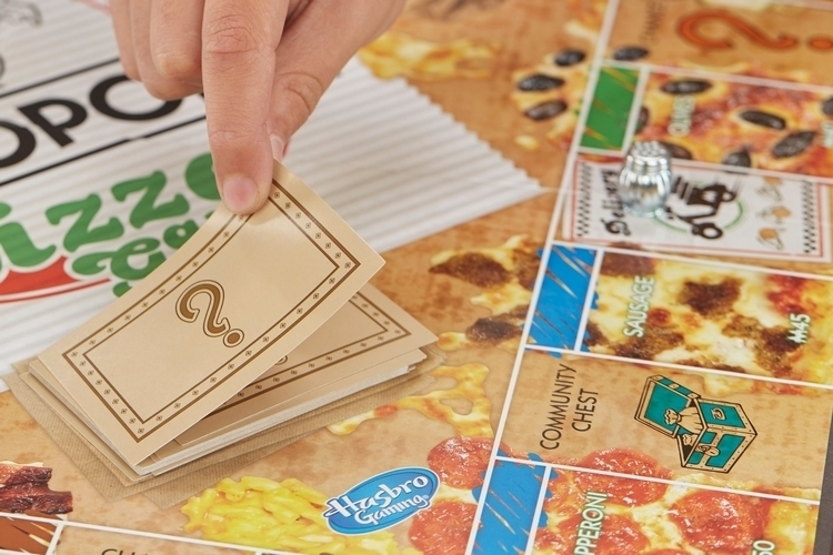 monopoly-pizza-board-game-3