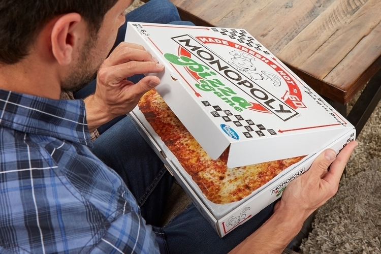 monopoly-pizza-board-game-4